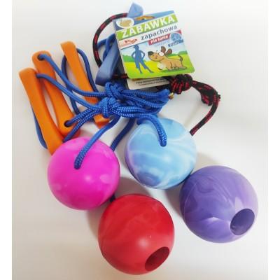piłka ze sznurkiem